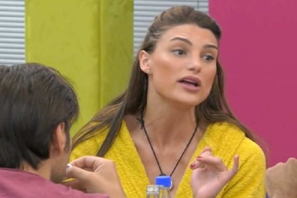 Stefania Orlandi e Franceska Pepe furiosa lite