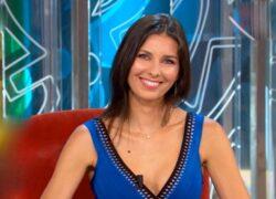 Tania Zamparo vestito blu poltrona rossa