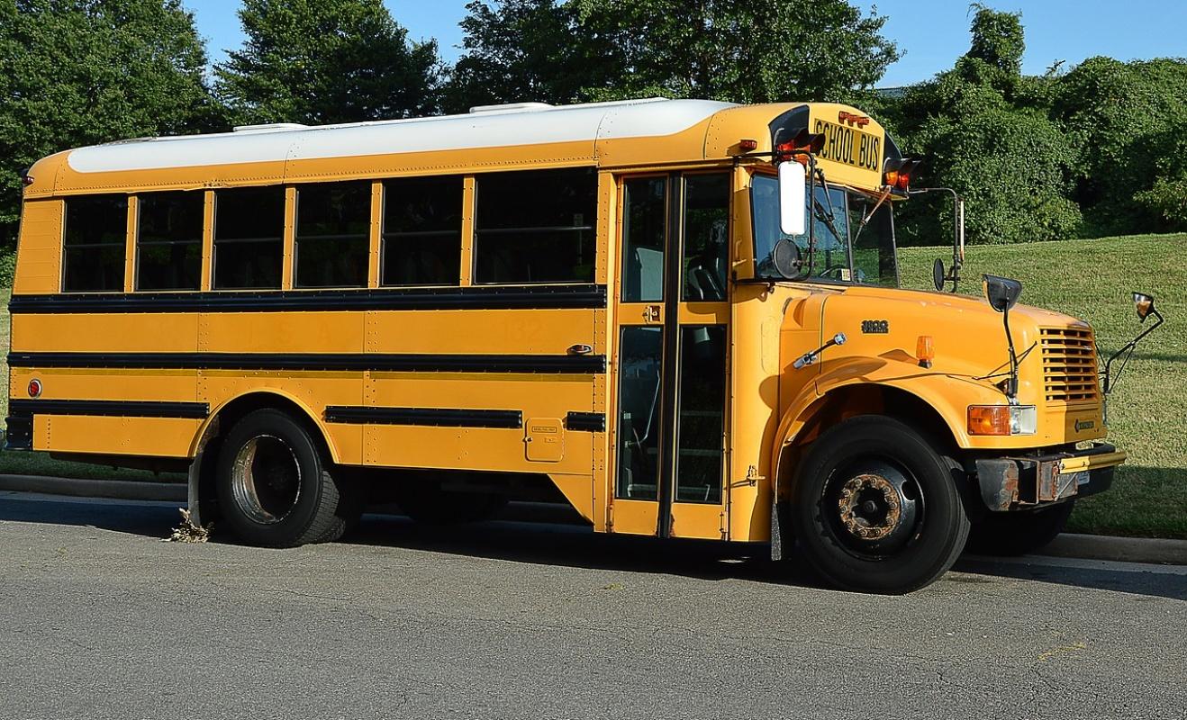 Scuolabus investe il piccolo Thomas