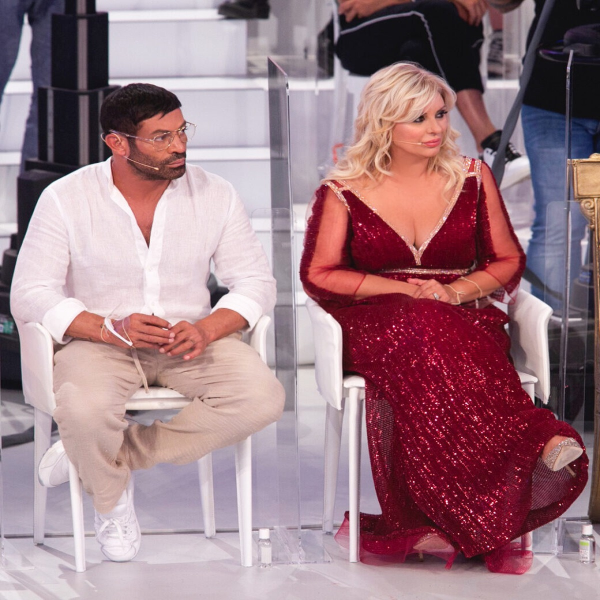 Uomini e Donne Tina Cipollari fa domande imbarazzanti