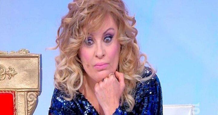"""Uomini e Donne Tina Cipollari: """"Si vede il momento in cui la squartano?"""""""