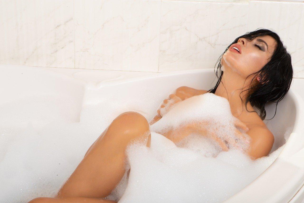 benefici bagno caldo