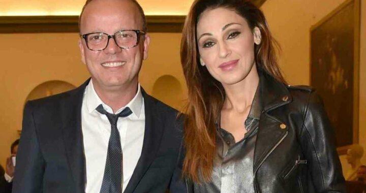 Anna Tatangelo e Gigi D'Alessio sorridenti