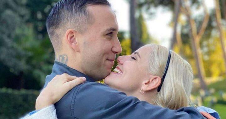 Briga e Arianna Montefiori si abbracciano