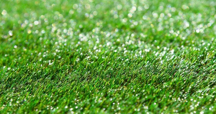 Come pulire l'erba sintetica: i trucchi per farla sembrare quasi naturale