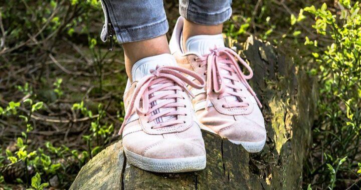 Come pulire le scarpe da ginnastica: trucchi per eliminare macchie e cattivi odori
