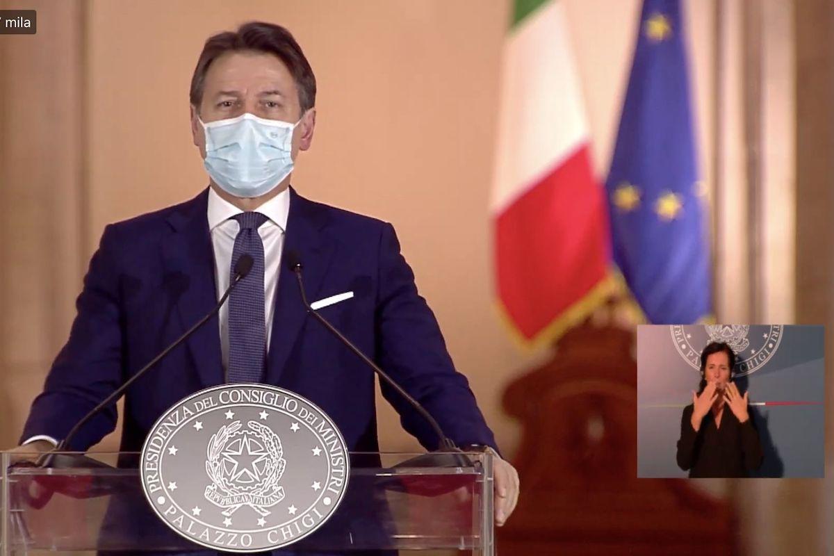 In conferenza Giuseppe Conte presenta il dpcm Covid