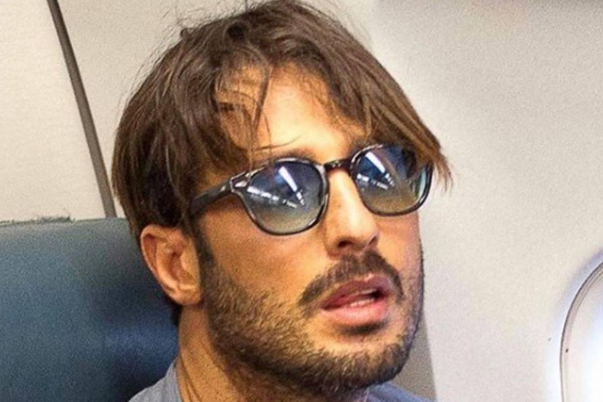 Fabrizio Corona con gli occhiali da sole