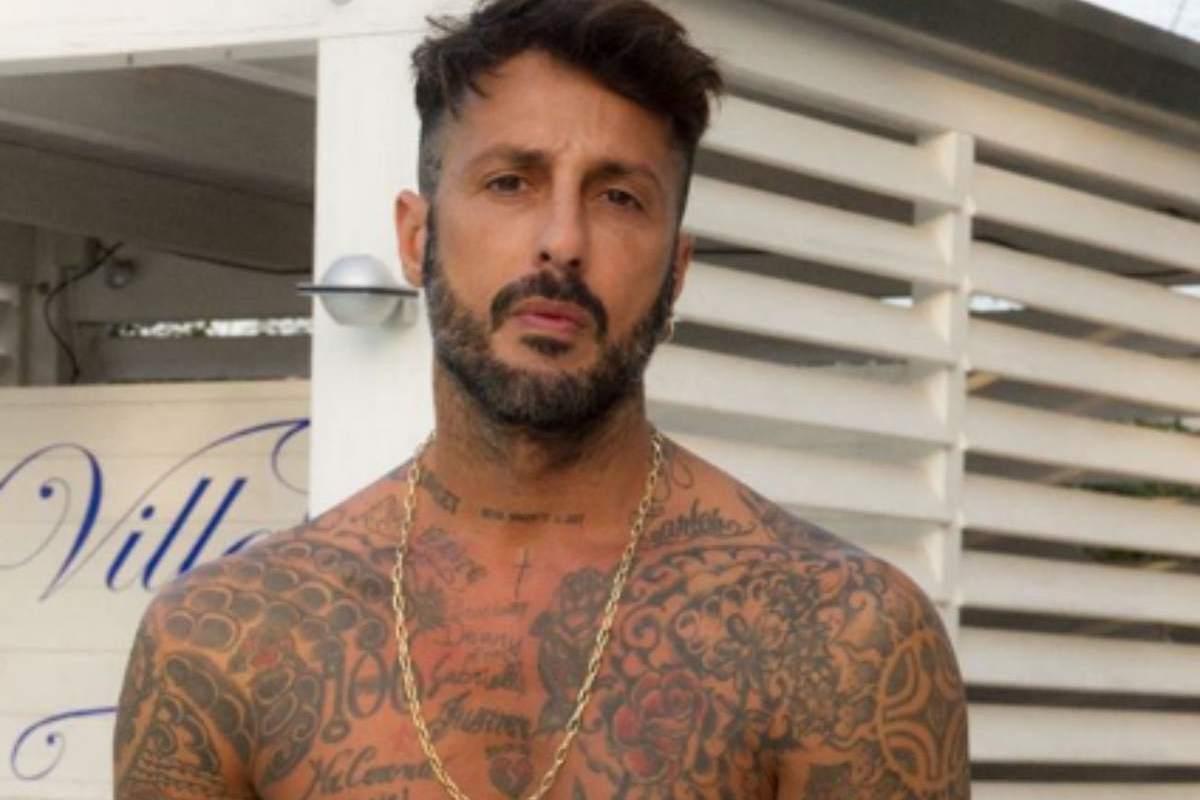 Fabrizio Corona senza la maglietta