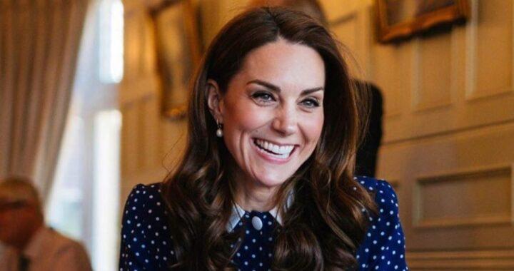 Kate Middleton sorride