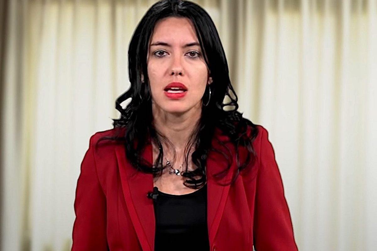 Lucia Azzolina in abito rosso
