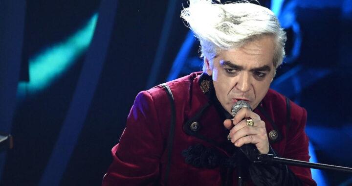 Morgan si esibisce al Festival di Sanremo