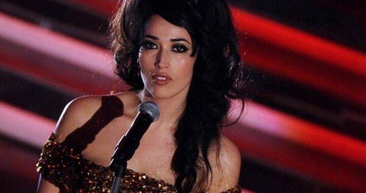 Nina Zilli che si esibisce sul palco