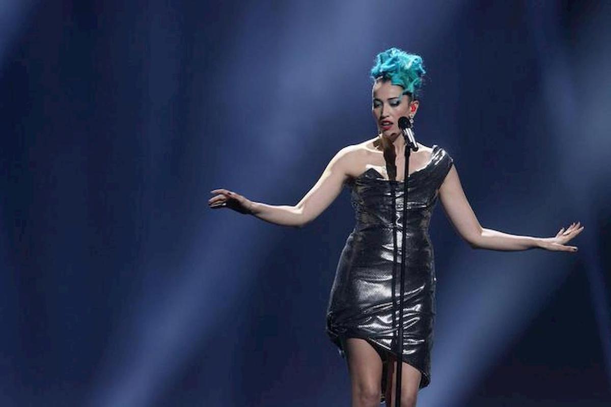 Nina Zilli coi capelli azzurri