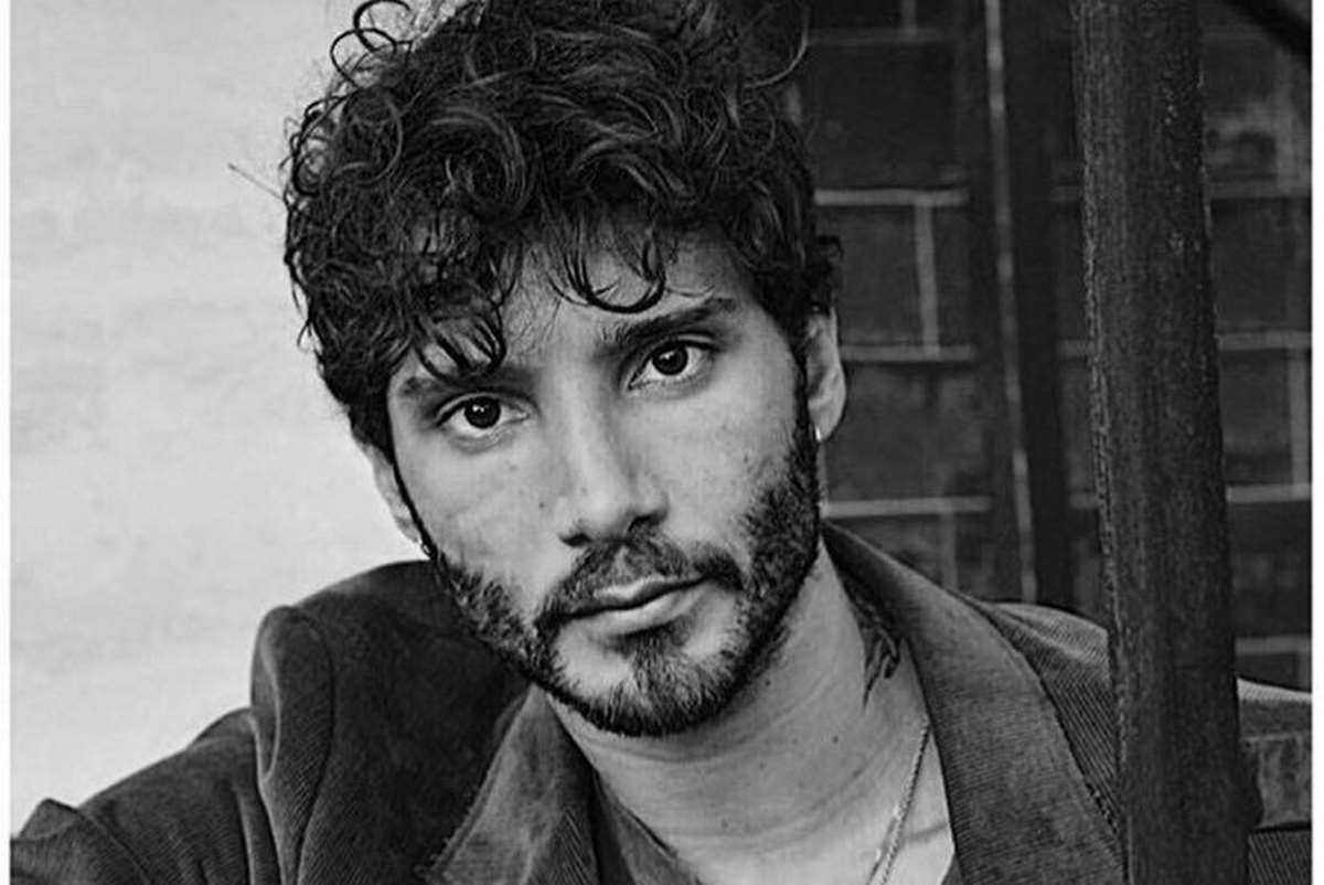 Stefano De Martino con la barba incolta