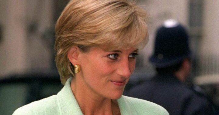 Lady Diana, l'abito di taffetà nero con cui iniziò a rompere il rigido protocollo reale