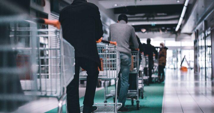 Fila infinita al supermercato