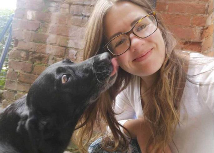 Sophie Moore e il Labrador Edith