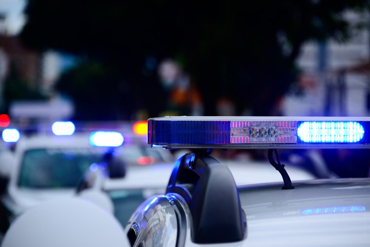 Auto della polizia con i lampeggianti