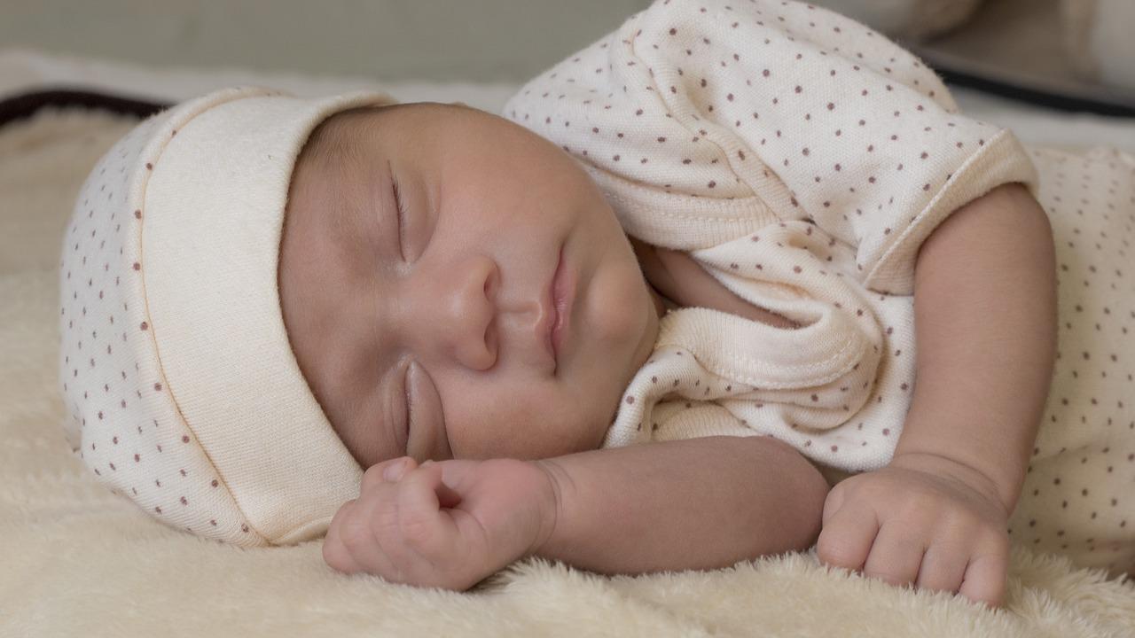 Bambino piccolo che dorme