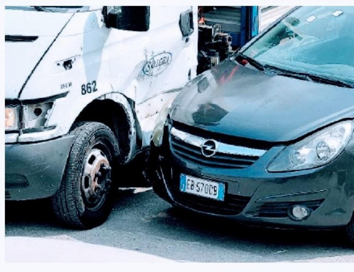 Daniele Mondello e le foto del furgone