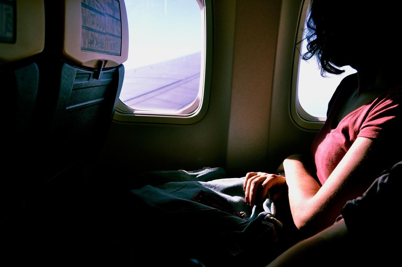 Donna positiva muore in aereo