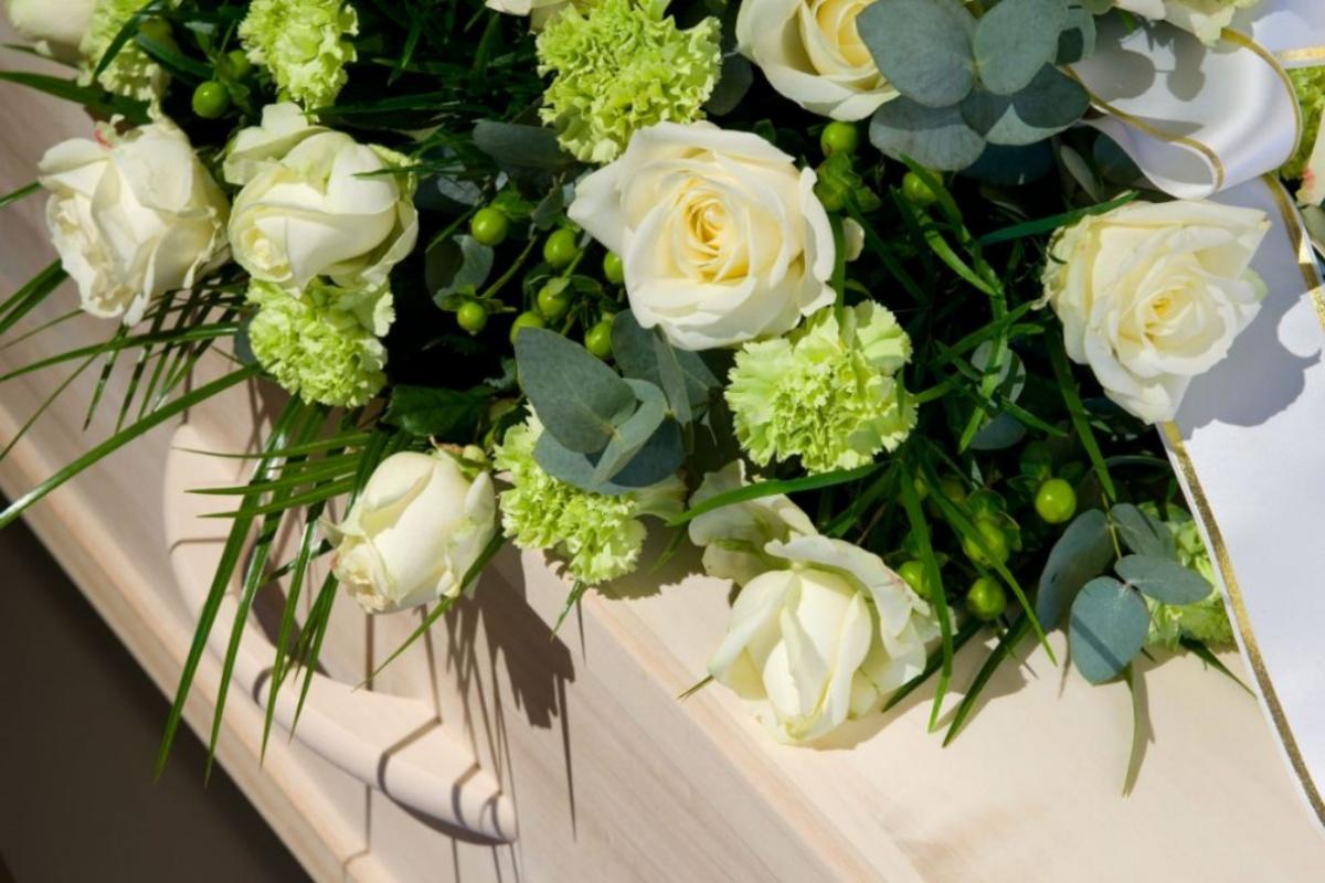 funerale bambino mamma