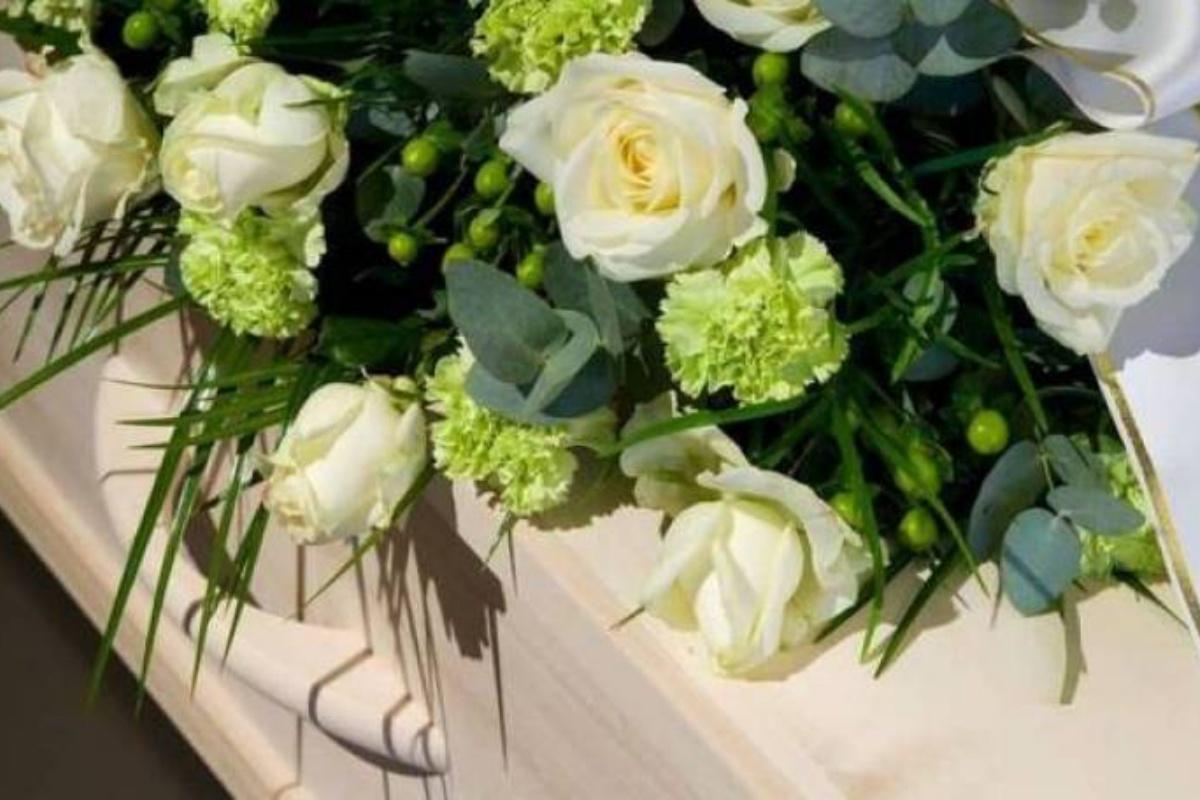 funerale bimbo suicida