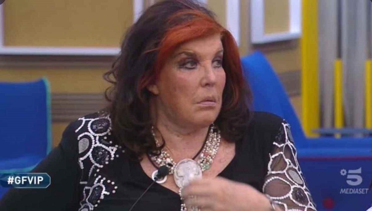 GF Vip Patrizia De Blanck sussurra nell'orecchio di Elisabetta Gregoraci