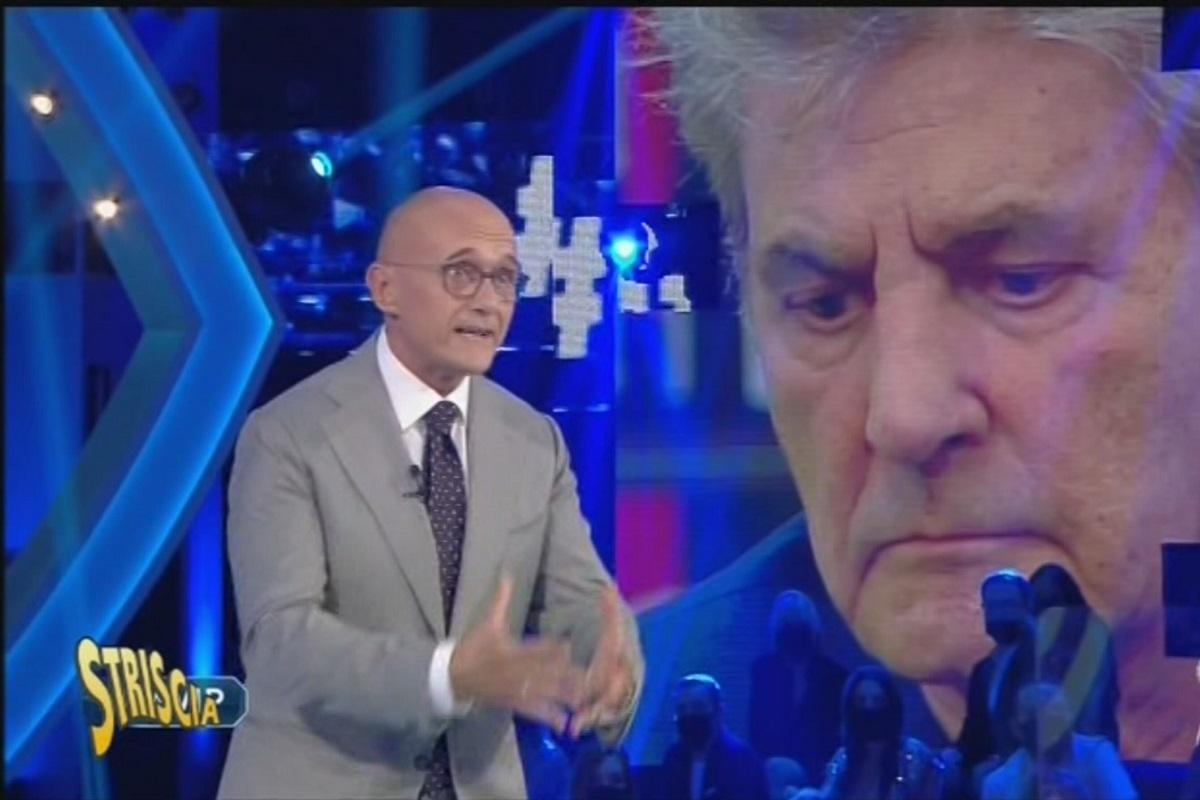 GF Vip Striscia la Notizia riprende Alfonso Signorini