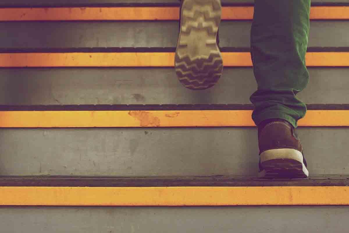 Bimbo caduto dalle scale