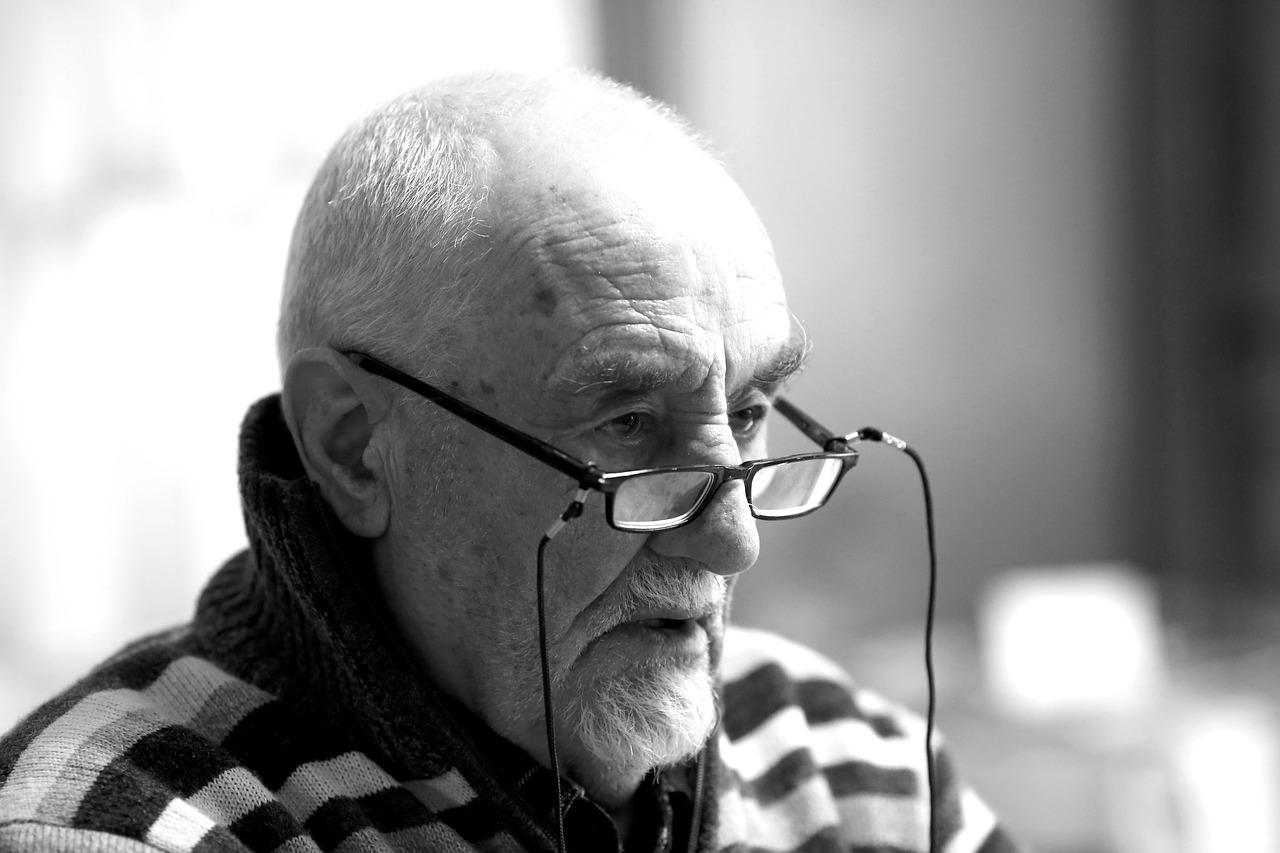 Anziano signore di 70 anni