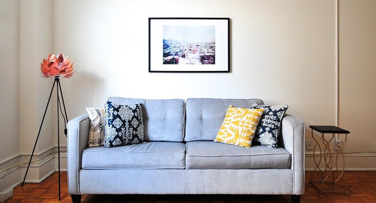 pulire il divano in pelle scamosciata