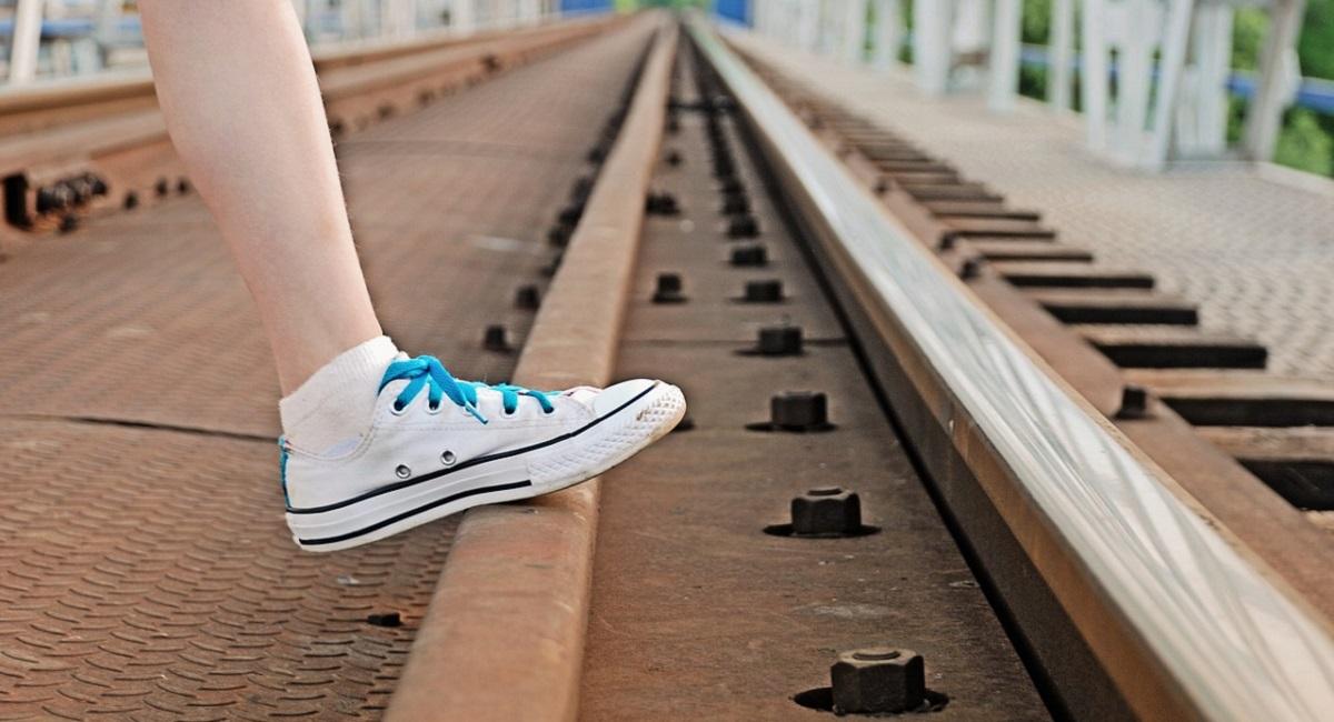 pulire le scarpe bianche