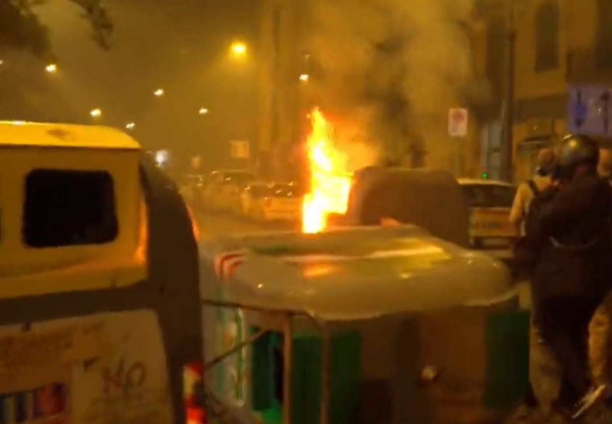 Rivolta Napoli contro i coprifuoco