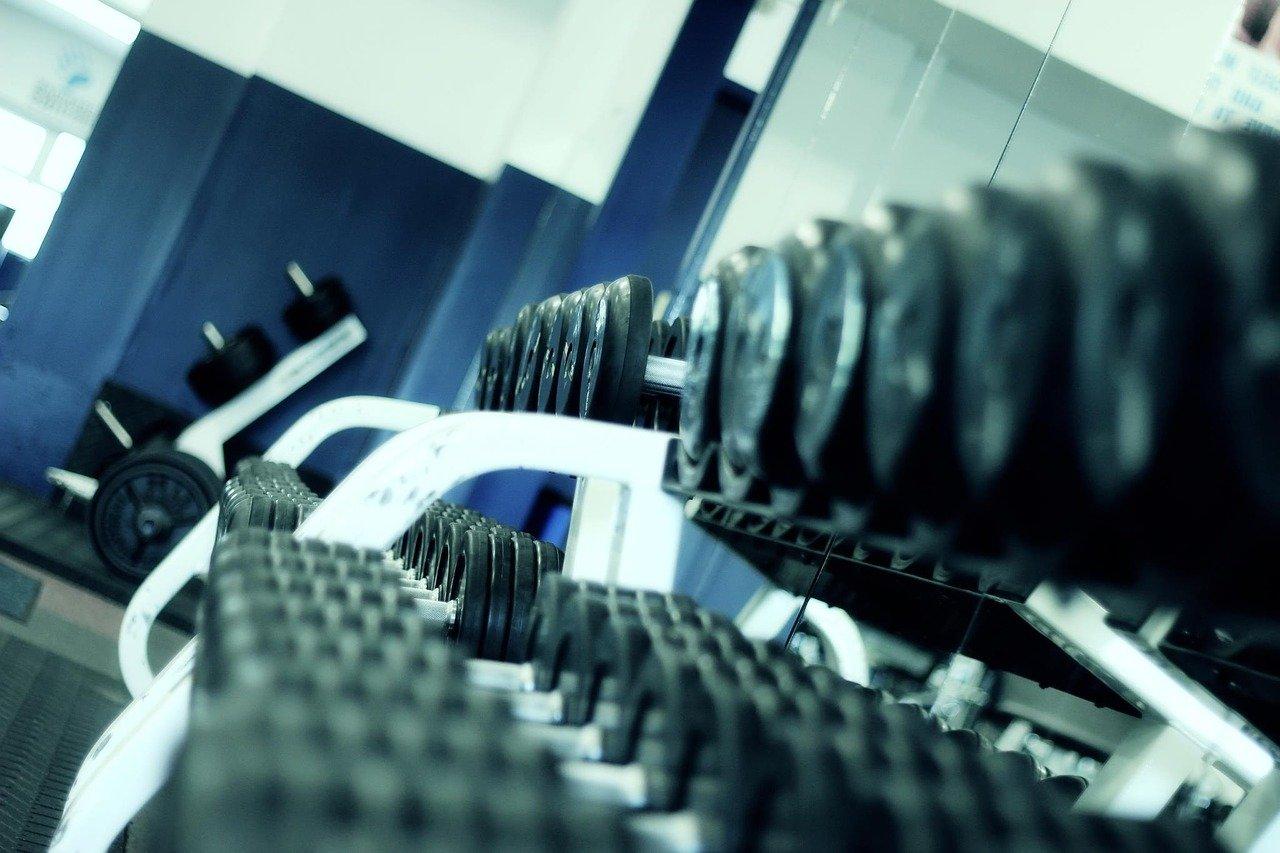 Attrezzi per allenarsi in palestra