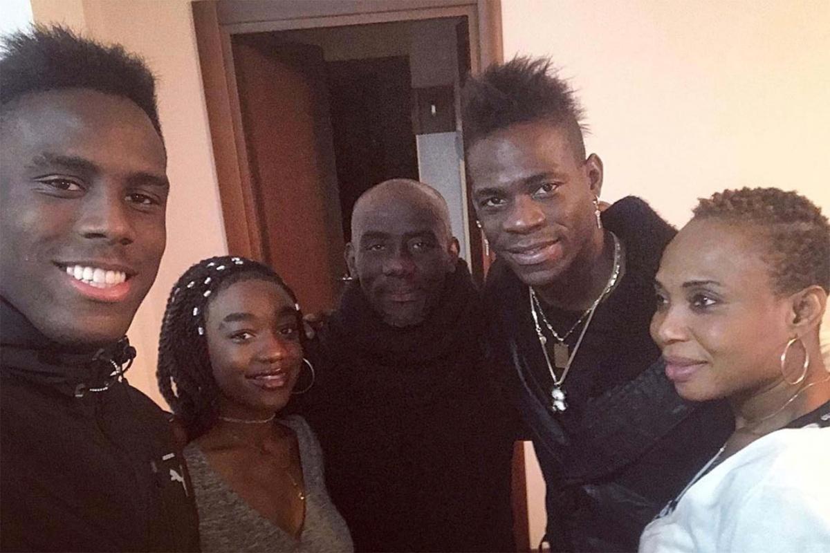 Genitori di Mario Balotelli con i figli