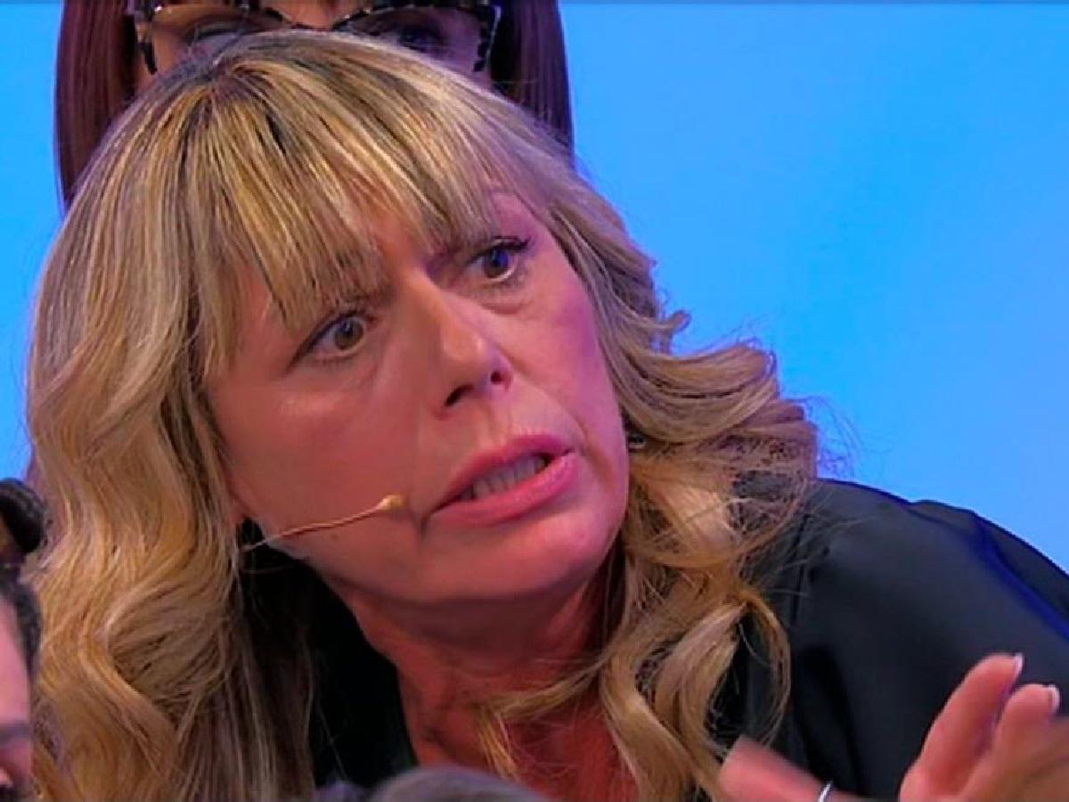 UeD Tina Cipollari contro Aurora
