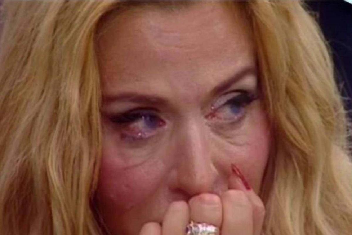 """Valeria Marini: """"Non lasciate morire il Salone Margherita"""""""