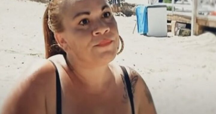 Angela Chianello in spiaggia