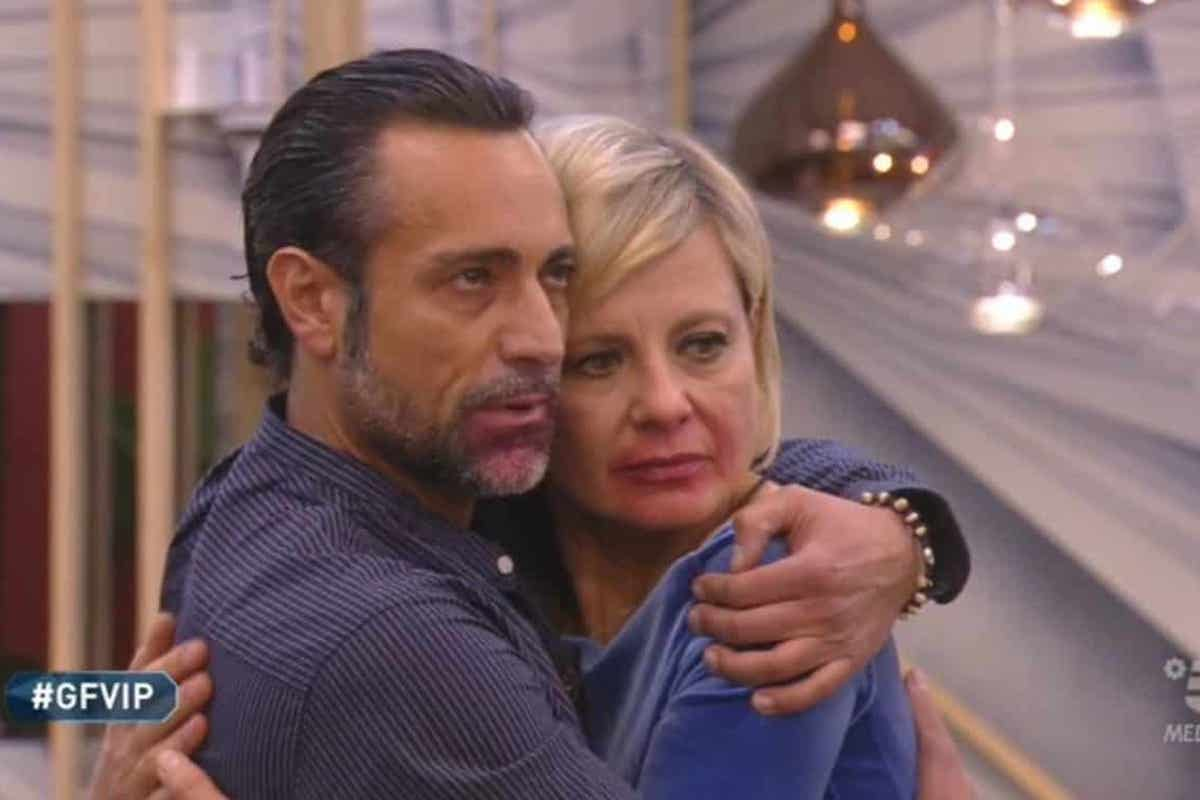 Pietro Delle Piane e Antonella Elia abbracciati