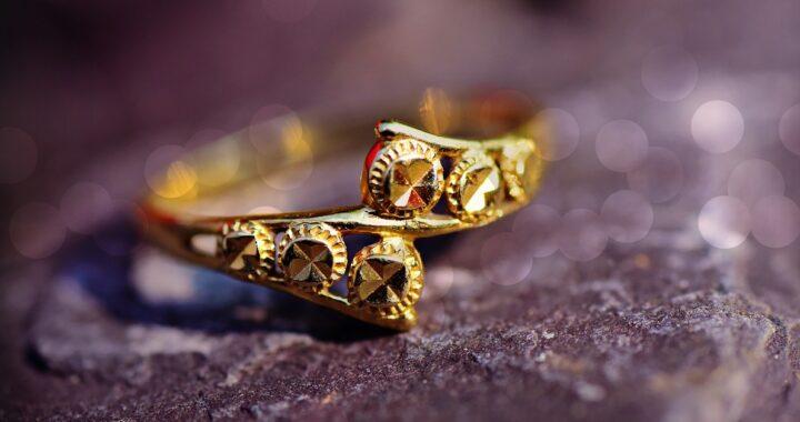 Come pulire i gioielli in oro giallo: trucchi e consigli per farli splendere di nuovo