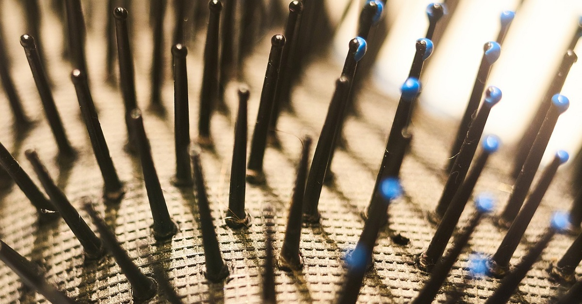 Come pulire spazzole per capelli