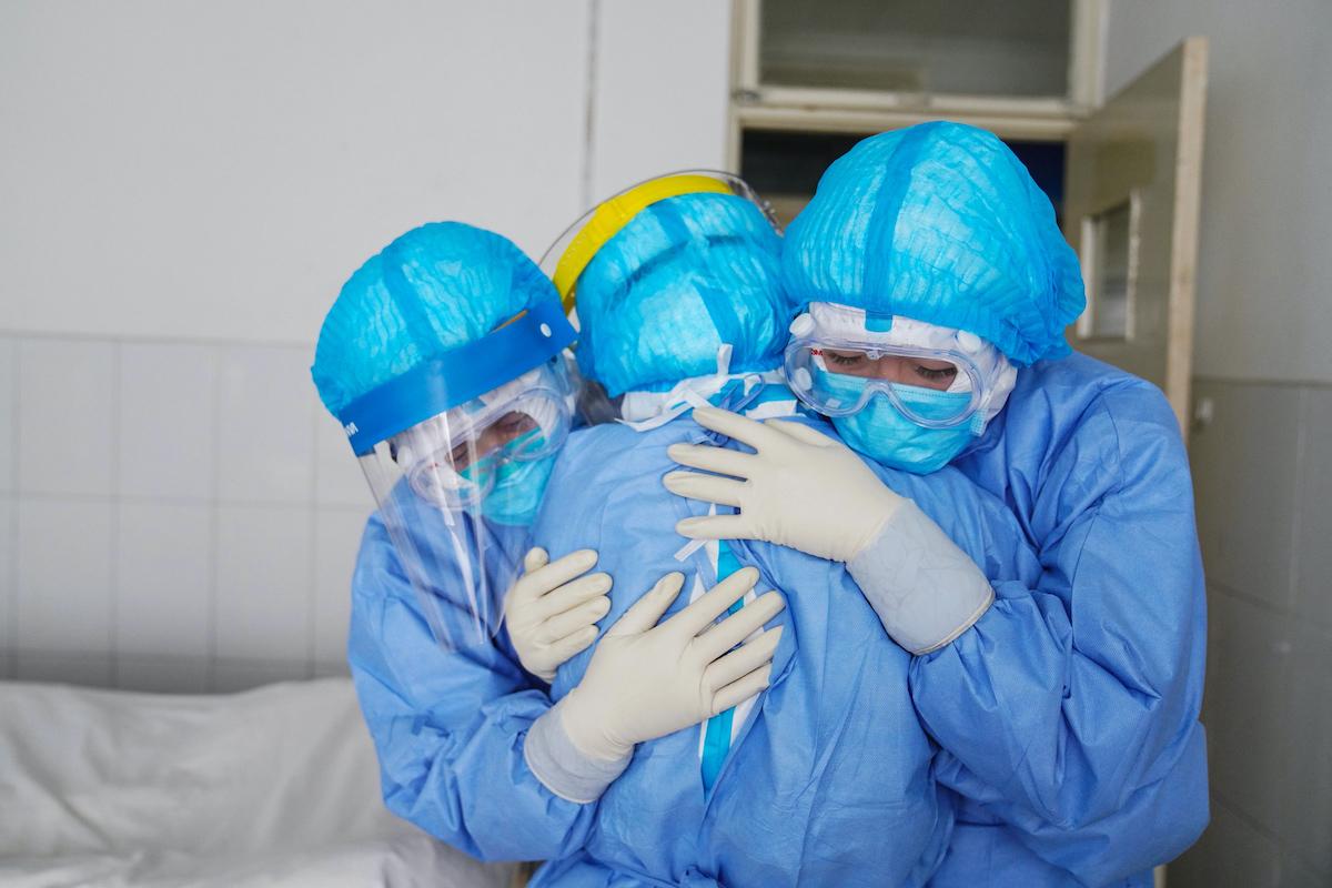 Medici abbracciati