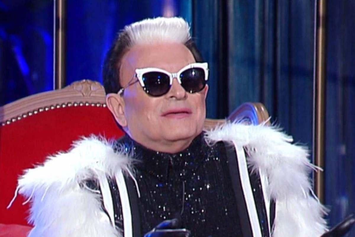 Cristiano Malgioglio indossa la pelliccia