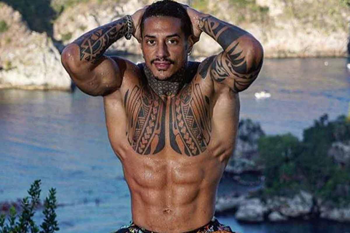 Francesco Chiofalo mostra i muscoli