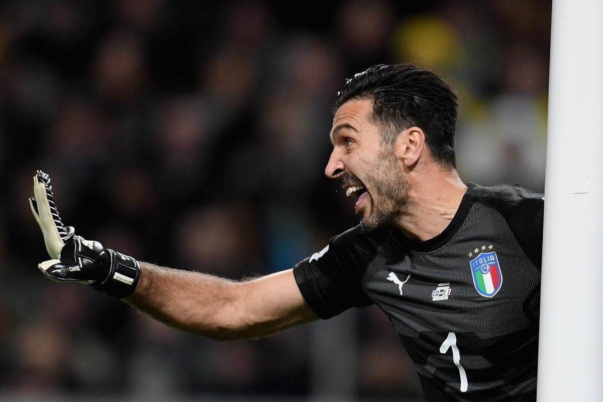 Gigi Buffon difende i pali dell'Italia
