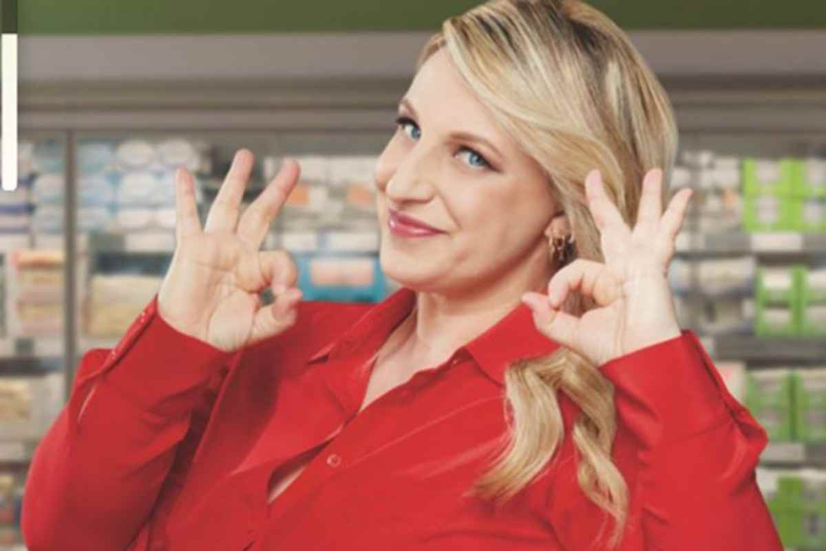 Katia Follesa indica che va tutto bene
