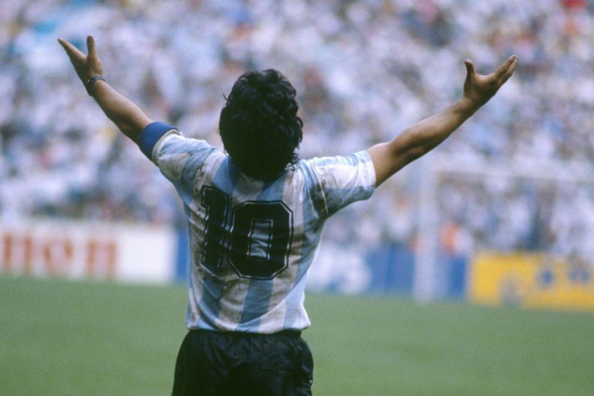 Maradona indossa la numero 10 della Nazionale Argentina