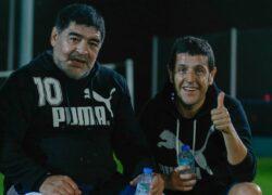 Diego Maradona insieme all'agente Ceci